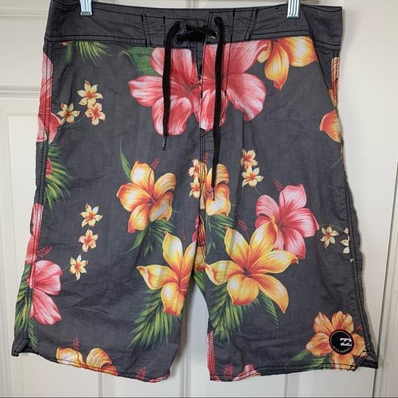 NWOT Billabong swim shorts